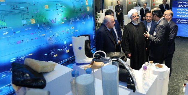 بازدید رئیس جمهور از نمایشگاه دستاوردهای صنعت پتروشیمی