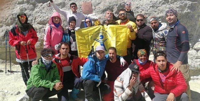 ۸ کوهنورد نابینا موفق به فتح دماوند شدند