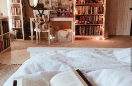 کتابی را چه سود اگر ما را به فراسوی همه ی کتاب ها نبرد؟