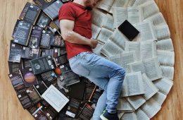 وقتى کتاب میخوانی، هیچگاه تنه