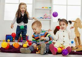 شرایطی را فراهم کنید فرزندتان با کودکان همسایه بتواند بازی کند