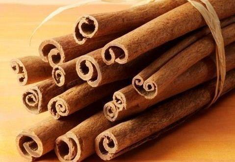 بو کردن چوب دارچین برای رفع خس