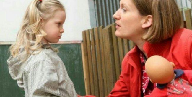 در برخورد با کودک به جای زبان