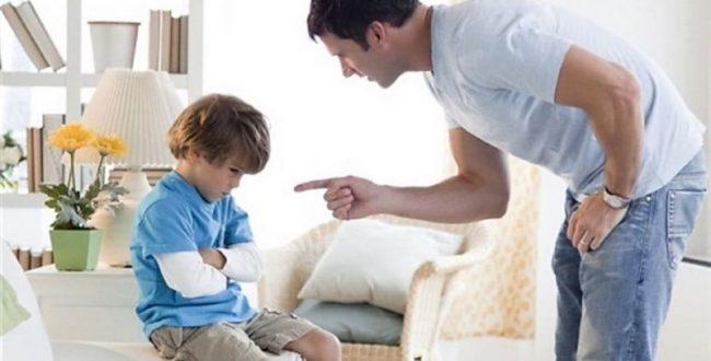 کاری که کودک باید انجام دهد را برایش توصیف کنید