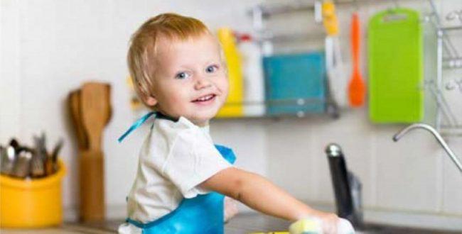 کودکان عاشق بازی کردن با وسایل آشپزخانه هستند