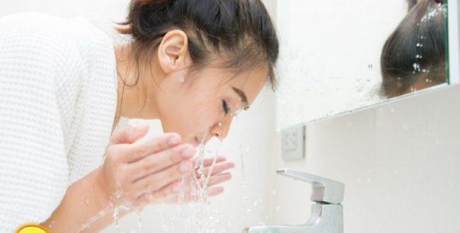 صبح ها صورت را با آب خنک بشوی