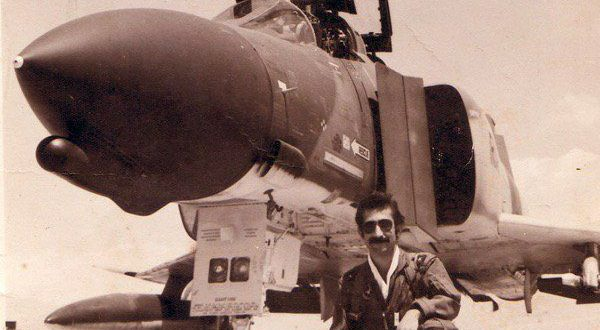 این مرد یکی از بهترین خلبانان اف۴ جهان بود