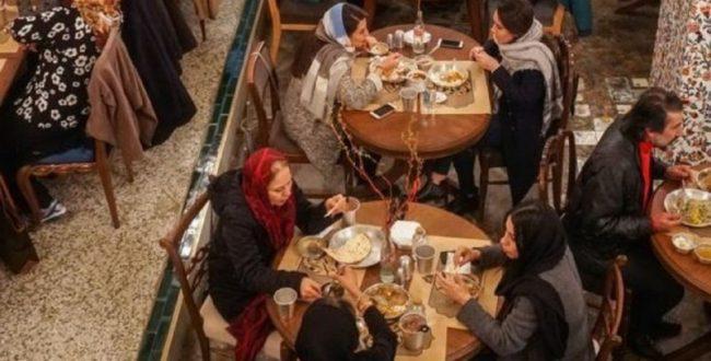 رستوران نروید، چون با ماسک نمی توانید غذا بخورید