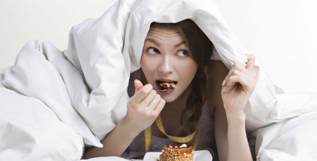 این مواد غذایی را قبل از خواب نخورید